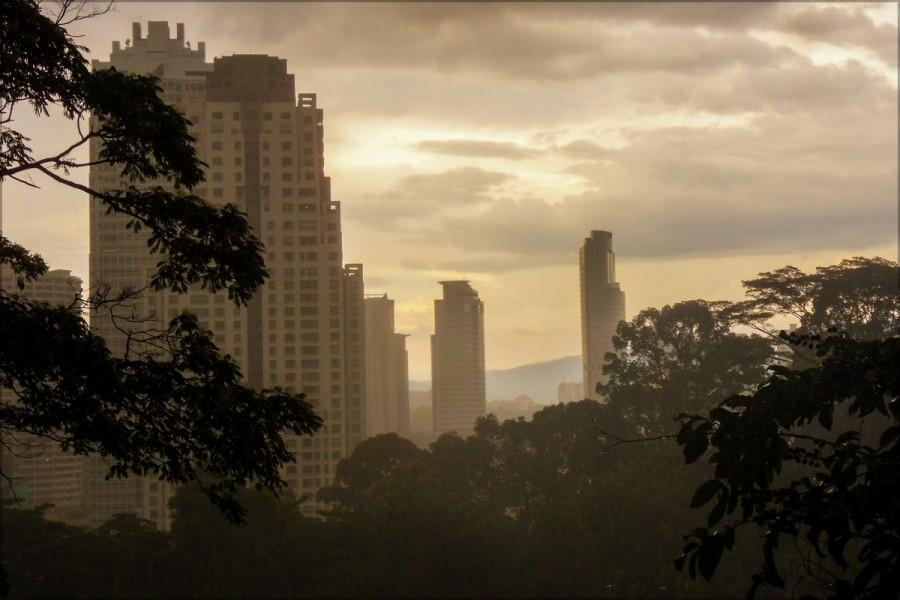 Тучные облака делают закаты настоящим зрелищем