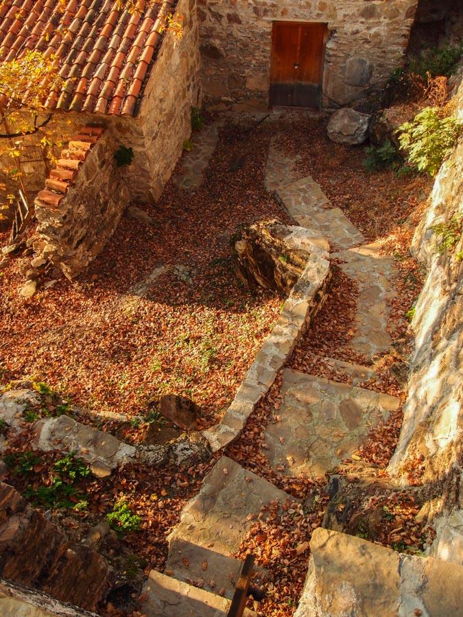 Монастырь Некреси. Задний двор.